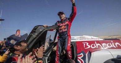 A los 57 años, el español Carlos Sainz ganó su tercer Dakar