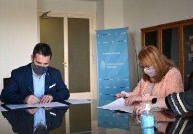 Alicia firmó convenios para realizar obras de gas en Santa Cruz